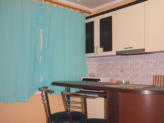 1-комнатная квартира посуточно в Донецке. Куйбышевский район, ул. Олимпиева, 60. Фото 1