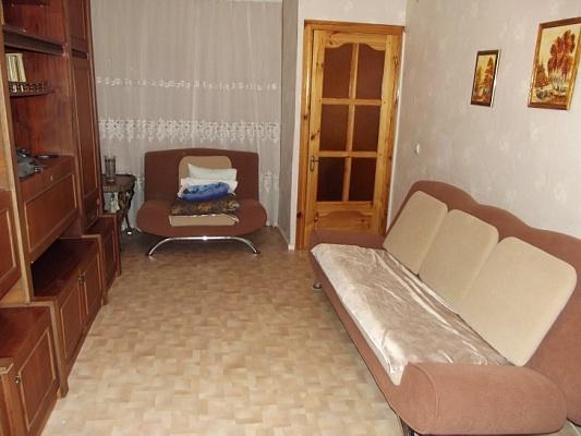 2-комнатная квартира посуточно в Феодосии. пер. Танкистов, 18. Фото 1