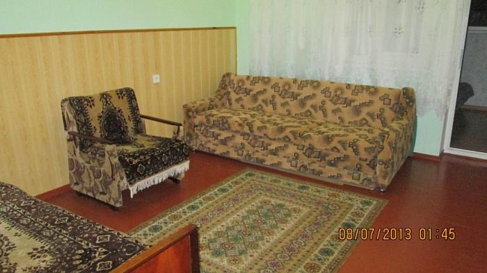 2-комнатная квартира посуточно в Евпатории. ул. Кирова, 30. Фото 1