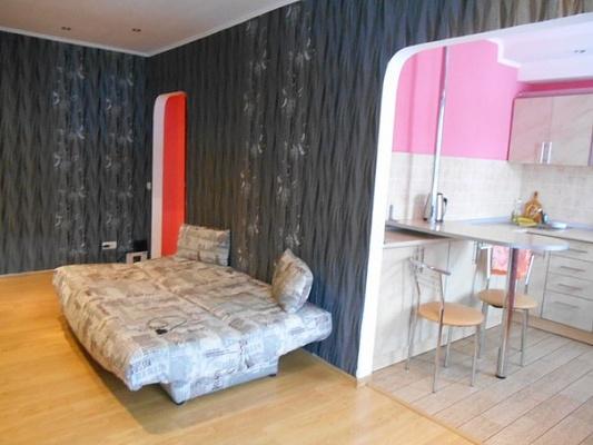 2-комнатная квартира посуточно в Чернигове. Деснянский район, пр-т Мира, 47. Фото 1