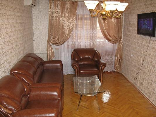 2-комнатная квартира посуточно в Севастополе. Гагаринский район, ул. Гагарина, 38. Фото 1
