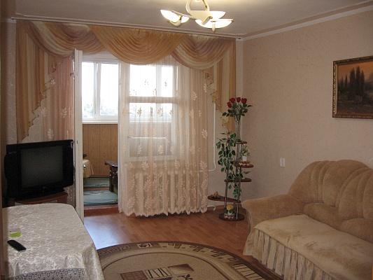 2-комнатная квартира посуточно в Алуште. ул. 60 лет СССР, 8. Фото 1