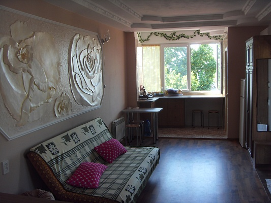 1-комнатная квартира посуточно в Ялте. ул. Толстого, 12. Фото 1
