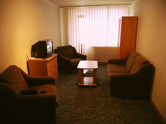 2-комнатная квартира посуточно в Мариуполе. пр-т Ленина, 86. Фото 1