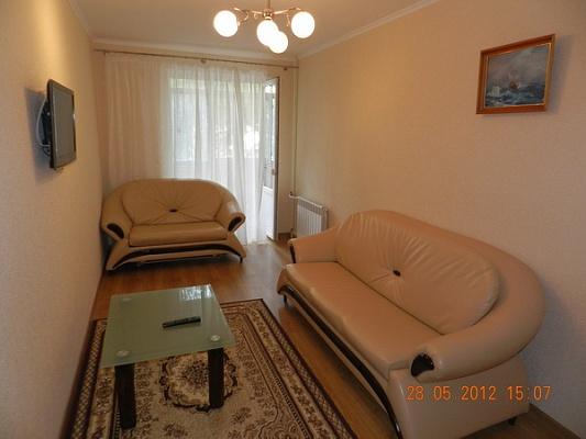 2-комнатная квартира посуточно в Феодосии. ул. Чехова, 16. Фото 1
