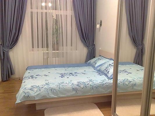 2-комнатная квартира посуточно в Киеве. Печерский район, ул. Гусовского, 4а. Фото 1