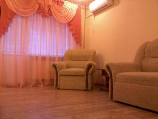 1-комнатная квартира посуточно в Алчевске. пр-т Ленина, 11. Фото 1