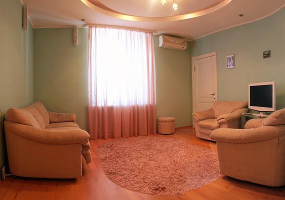 3-комнатная квартира посуточно в Полтаве. Киевский район, ул. Октябрьская, 51. Фото 1
