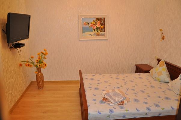 2-комнатная квартира посуточно в Ялте. ул. Чехова, 27. Фото 1