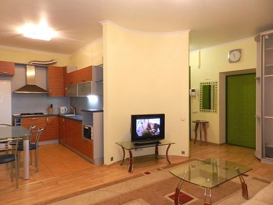 2-комнатная квартира посуточно в Запорожье. Орджоникидзевский район, пр-т Соборный (Ленина), 174а. Фото 1