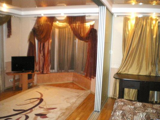 2-комнатная квартира посуточно в Ивано-Франковске. Тарнавського, 30. Фото 1