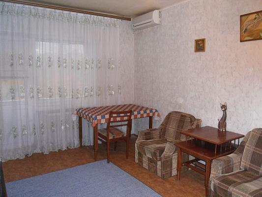 1-комнатная квартира посуточно в Донецке. Ворошиловский район, пр. Ильича, 8. Фото 1