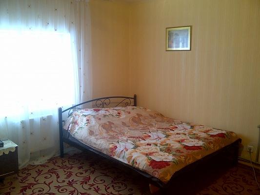 1-комнатная квартира посуточно в Симферополе. Железнодорожный район, ул. Гагарина, 9. Фото 1