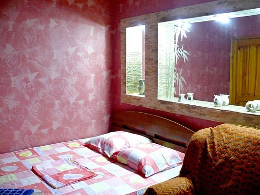 2-комнатная квартира посуточно в Херсоне. Днепровский район, пл. Свободы, 1. Фото 1