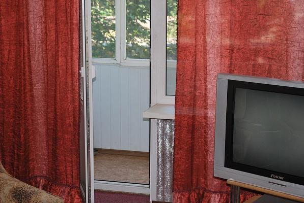 2-комнатная квартира посуточно в Кривом Роге. Саксаганский район, пр-т Гагарина, 59. Фото 1