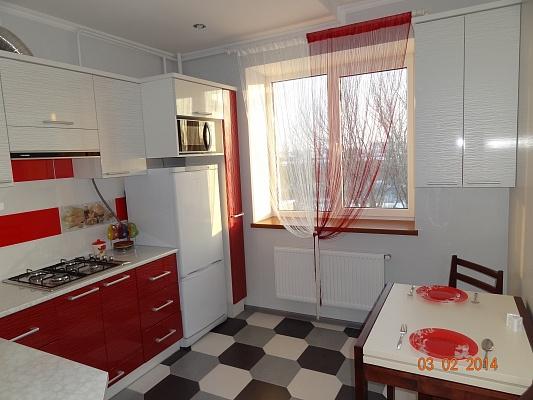 1-комнатная квартира посуточно в Ивано-Франковске. ул. Галицкая, 133. Фото 1