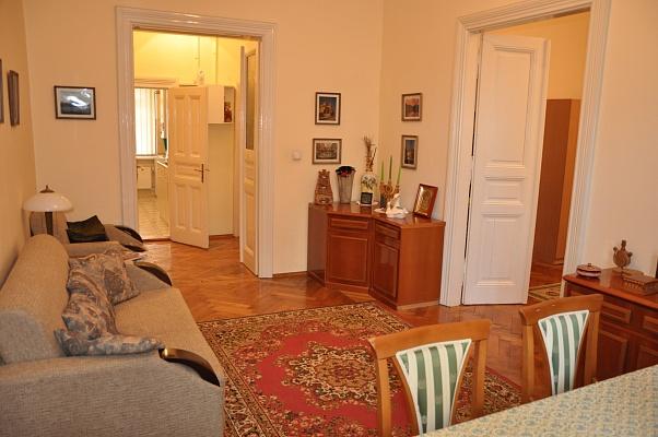 3-комнатная квартира посуточно в Львове. Галицкий район, пл. Маркияна Шашкевича, 6. Фото 1