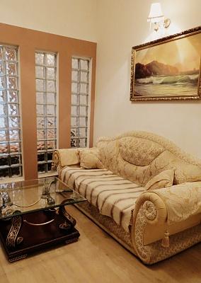 2-комнатная квартира посуточно в Одессе. ул. Дерибасовская, 17. Фото 1