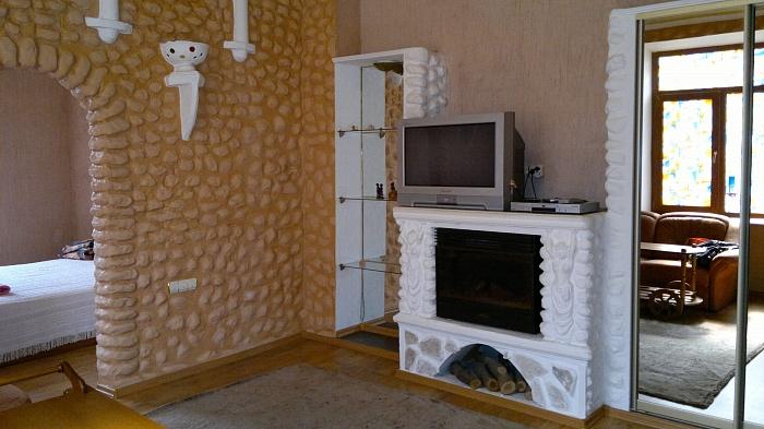 2-комнатная квартира посуточно в Кривом Роге. Октябрьский район, ул. Кремлевская, 25. Фото 1