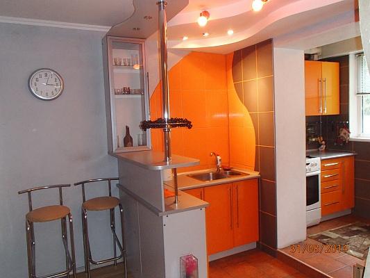1-комнатная квартира посуточно в Киеве. Деснянский район, Милютенко, 5-а. Фото 1