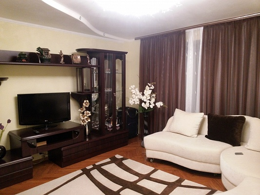 3-комнатная квартира посуточно в Житомире. ул. Киевская, 58. Фото 1