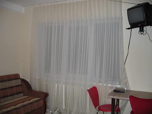 1-комнатная квартира посуточно в Харькове. Дзержинский район, ул. Отакара Яроша, 15. Фото 1
