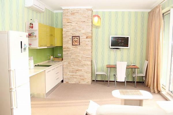 2-комнатная квартира посуточно в Ялте. ул. Красноармейская, 28. Фото 1