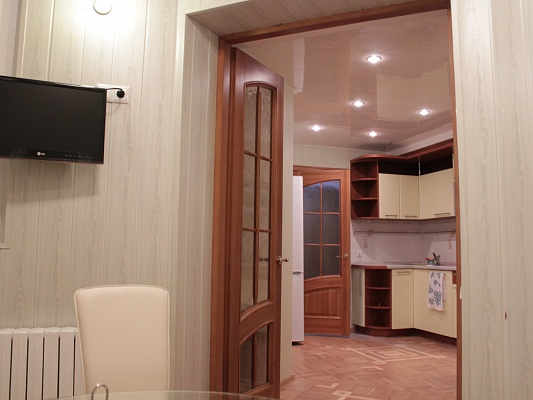 3-комнатная квартира посуточно в Днепропетровске. Октябрьский район, ул. Литейная, 15. Фото 1
