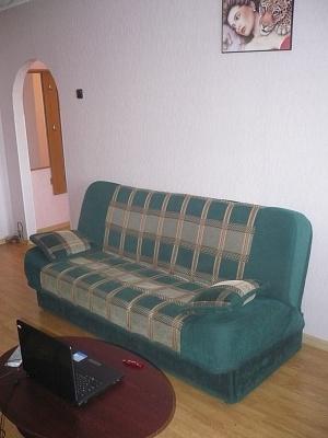 2-комнатная квартира посуточно в Керчи. ул. Ю.Ленинцев, 5. Фото 1