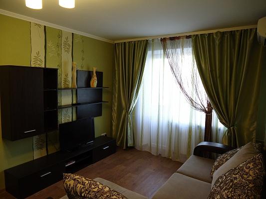 1-комнатная квартира посуточно в Мариуполе. пр-т Ленина, 66/39. Фото 1