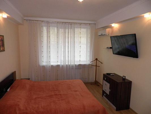 2-комнатная квартира посуточно в Севастополе. Ленинский район, ул. Луначарского, 28. Фото 1