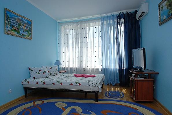 1-комнатная квартира посуточно в Киеве. Дарницкий район, наб. Днепровская, 26а. Фото 1