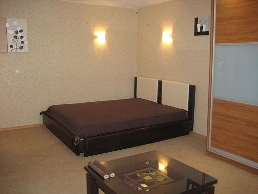 1-комнатная квартира посуточно в Луганске. Ленинский район, ул. Линия 15, 19. Фото 1