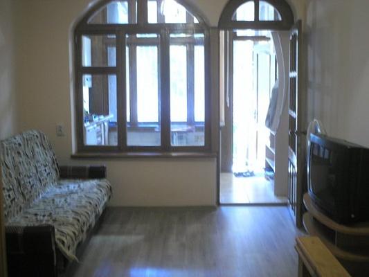 1-комнатная квартира посуточно в Ялте. ул. Боткинская, 5. Фото 1