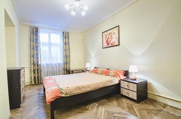 2-комнатная квартира посуточно в Львове. Галицкий район, ул. Дорошенко, 60. Фото 1