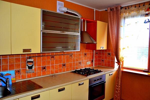 1-комнатная квартира посуточно в Ильичёвске. Пригород район, ул. Ленина, 22. Фото 1