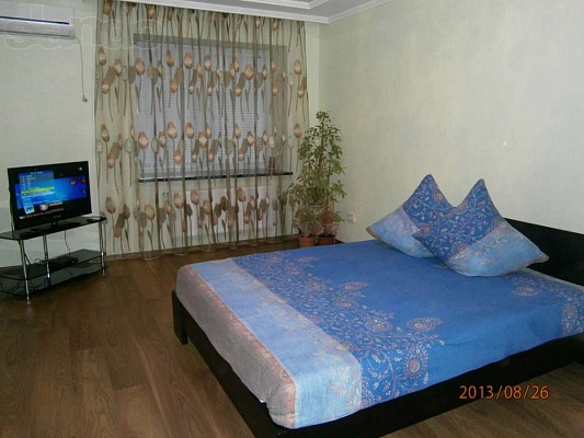 1-комнатная квартира посуточно в Луцке. ул. Франко, 44в. Фото 1