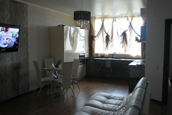 2-комнатная квартира посуточно в Алуште. ул. Октябрьская, 28. Фото 1