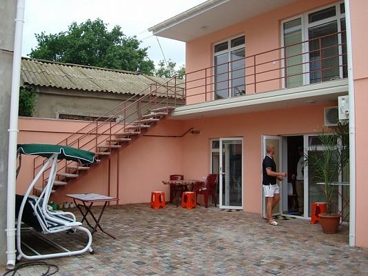 Мини-отель  посуточно в Евпатории. ул. Революции, 99. Фото 1