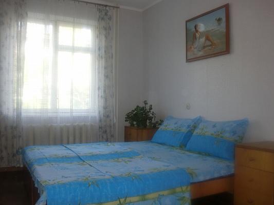 2-комнатная квартира посуточно в Бердянске. Саксаганский район, ул. Энгельса, 41. Фото 1