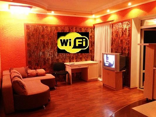 2-комнатная квартира посуточно в Симферополе. Железнодорожный район, ул. Карла Маркса, 42. Фото 1