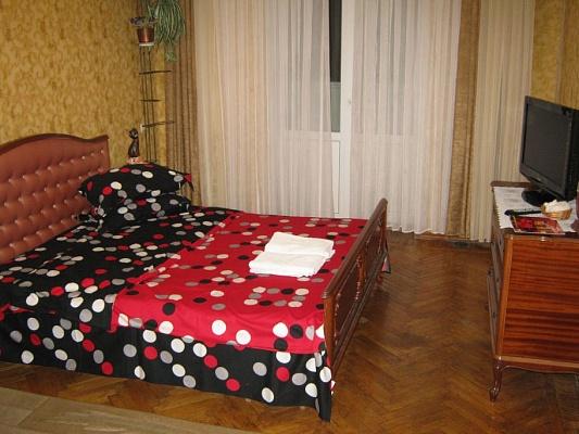 2-комнатная квартира посуточно в Николаеве. Центральный район, пр-т Центральный (Ленина), 69. Фото 1