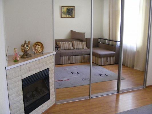2-комнатная квартира посуточно в Ровно. ул. Черновола, 19. Фото 1