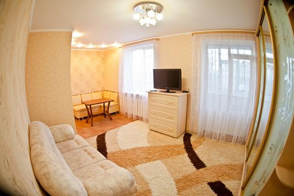 1-комнатная квартира посуточно в Луганске. Ленинский район, ул. Оборонная, 89. Фото 1