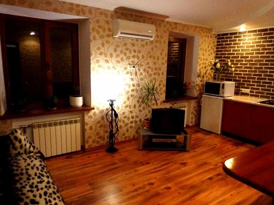 2-комнатная квартира посуточно в Кривом Роге. Дзержинский район, ул. Землячки, 13. Фото 1