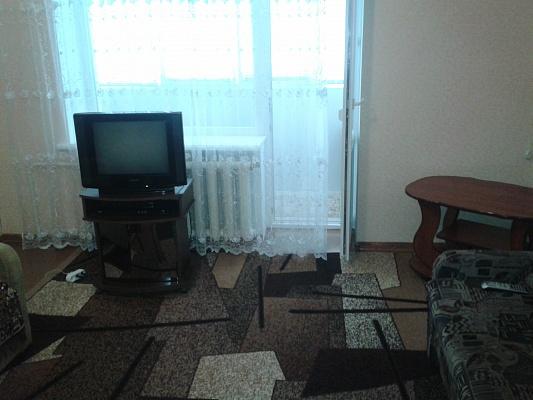 1-комнатная квартира посуточно в Бердянске. БАХА, 42. Фото 1