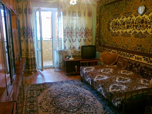 2-комнатная квартира посуточно в Феодосии. ул. Чкалова, 173. Фото 1