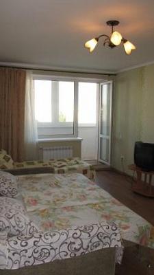 1-комнатная квартира посуточно в Евпатории. пр-т Победы, 85. Фото 1