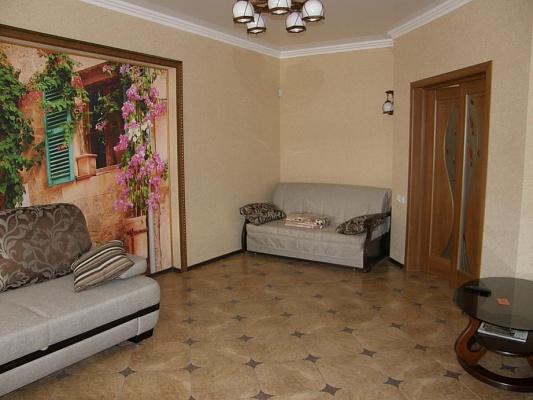 1-комнатная квартира посуточно в Алуште. ул. Октябрьская, 32. Фото 1