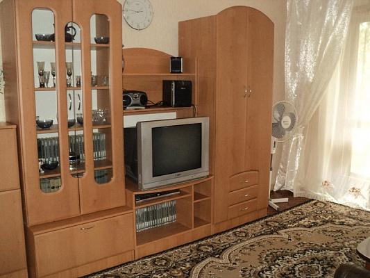 2-комнатная квартира посуточно в Днепропетровске. Октябрьский район, ул. Дзержинского, 8. Фото 1